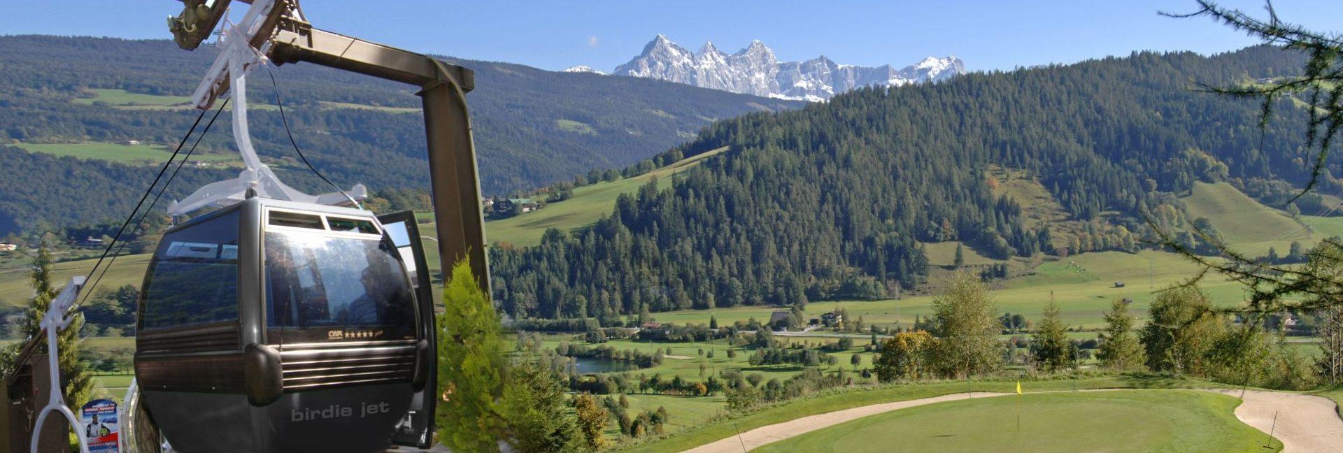 Die Golfanlage in Radstadt mit der Gondelbahn Birdie-Jet, ©Golfclub Radstadt