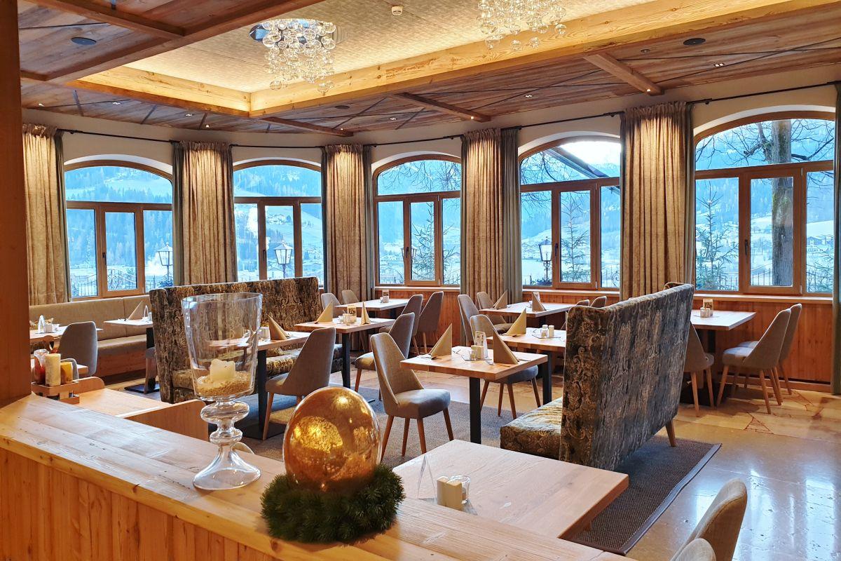 Im Bräusaal kann man nicht nur die gute Küche des Gasthof Stegerbräu in Radstadt genießen, die Panoramafenster bieten einen wunderbaren Ausblick