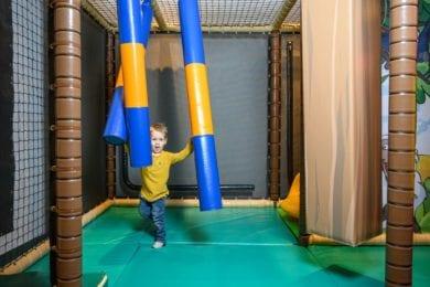 Bewegung, Spiel & Spaß....das finden Ihre Kinder im Spielzimmer oder im Sommer auf dem Spielplatz