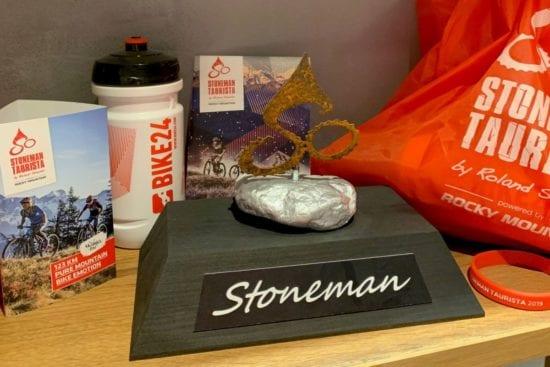 Es gibt 3 Varianten der Stoneman Starterpakete - Basic mit Starterbeutel, Stone oder Complete inklusive Trophäensockel