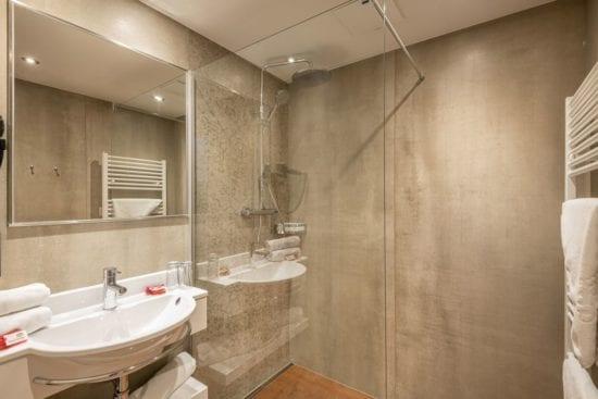 Der Umbau 2019 brachte in den Zimmern im 2. und 3. Stock des Haupthauses auch schöne, neue Badezimmer hervor.