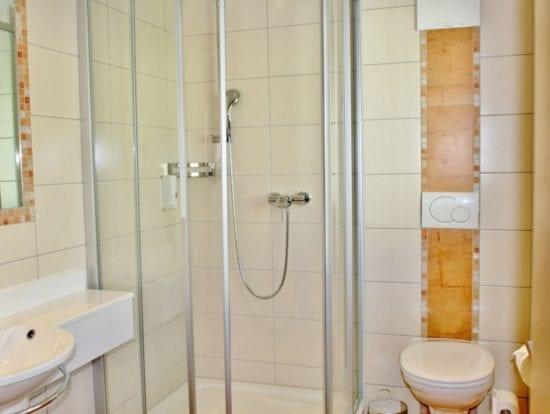Die Zimmer im 1. Stock im Haupthaus sind alle mit Dusche/WC ausgestattetund WC