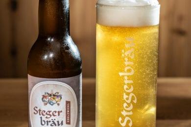 Das Stegerbräu Bier - ein Edelzwickl, gibt es frisch gezapft oder in der Flasche.