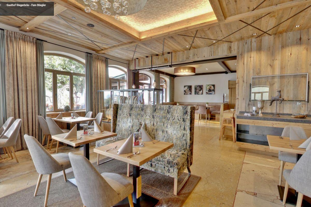 Der neue Bräusaal im Stegerbräu, stilvoll elegant und mit viel Holzelementen