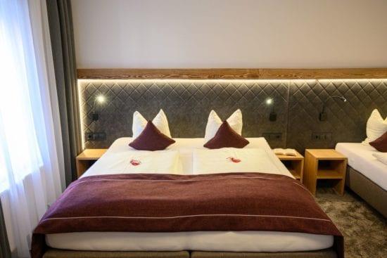Die Zimmer im Stegerbräu sind unterschiedlich im Einrichtungsstil. Insgesamt gibt es 39 Zimmer: Einbett- Doppel-, Dreibett-und Vierbettzimmer