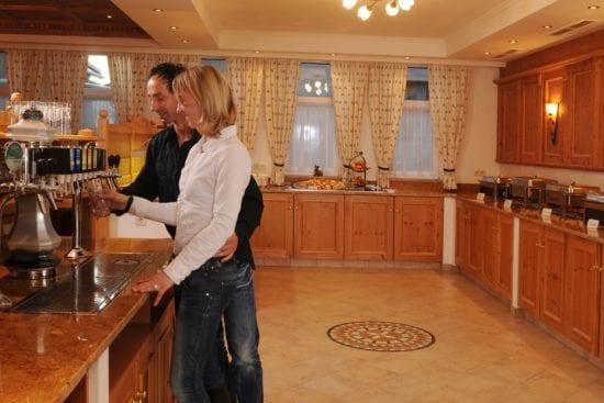 Die Mahlzeiten im Stegerbräu gibt es für Haugäste in Buffetform