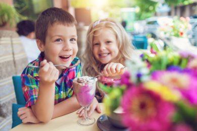 Für Kinder gibt es neben eigenen Kindergerichten auch einen Spielraum, Kinderhochstühle, Wickeltisch