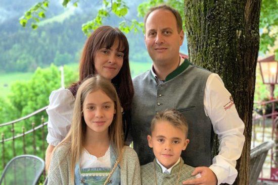 Ihre Gastgeberfamilie im 3 Sterne Hotel Stegerbräu in Radstadt, Waltraud und Christian mit Kindern Julia und Christian jun.