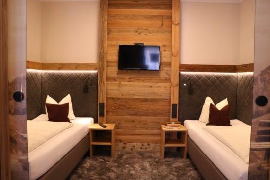 Das Bild zeigt den extra Schlafraum des Familenzimmers Bräu-Komfort, mit 2 Einzelbetten