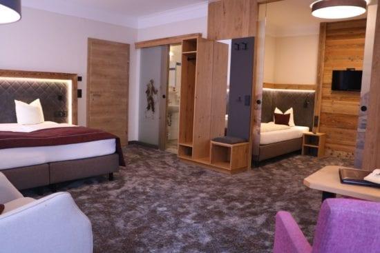 Das Bräu-Familienzimmer für 3-4 Personen, bietet einen, durch Glasschiebetüre getrennten extra Schlafraum mit 2 Einzelbetten