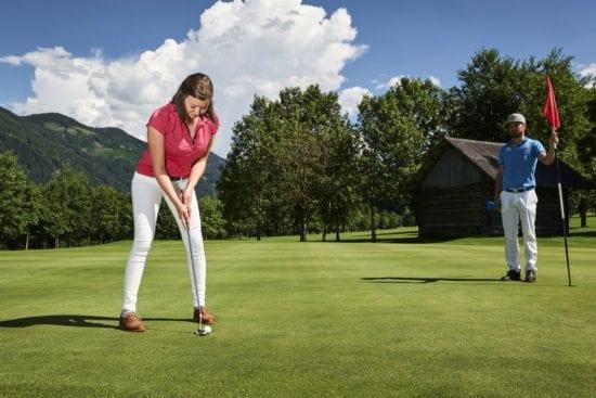 Golfspieler am schönen Green am Golfplatz Radstadt, ©GC Radstadt, Armin Walcher