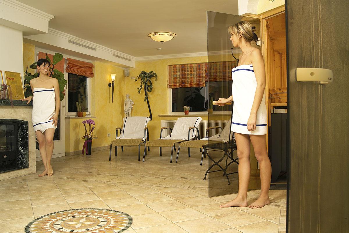 Sauna, Dampfbad und eine Infrarot-Wärmekabine steht täglich zur freien Nutzung zur Verfügung