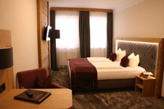 Die Zimmer im Stegerbräu reichen von Typ Classic bis Typ Komfort, der Einrichtungsstil von klassisch bis alpin-elegant.