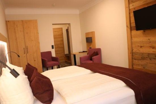 """Typ """"Bräu-Komfort"""" gibt es als Doppel- , Dreibett- oder Vierbettzimmer. Einzelne Zimmer sind in Stil, Größe oder Anordnung unterschiedlich."""