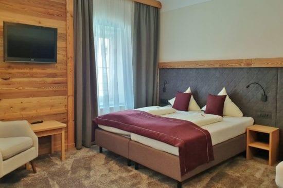 Bräu-Komfortzimmer mit alpinem Wohnflair und gemütlichen Holzelementen