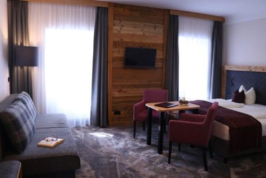 Wohnbeispiel für ein Mehrbettzimmer Bräu-Komfort im Hotel Stegerbräu Radstadt, mit extra ausziehbarem Sofabett
