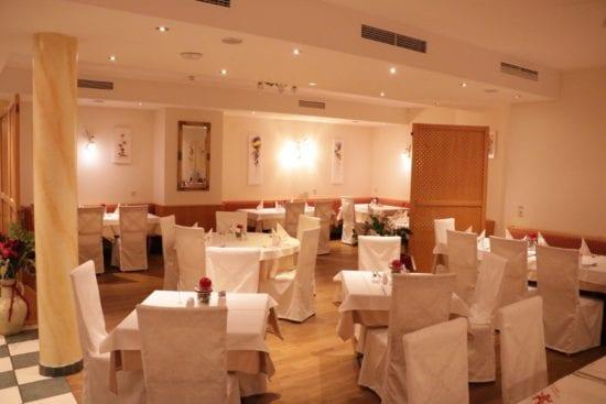 Im Panoramarestaurant genießen Hausgäste das Frühstück und im Winter die Halbpension sowie im Sommer unsere All-in Verpflegung