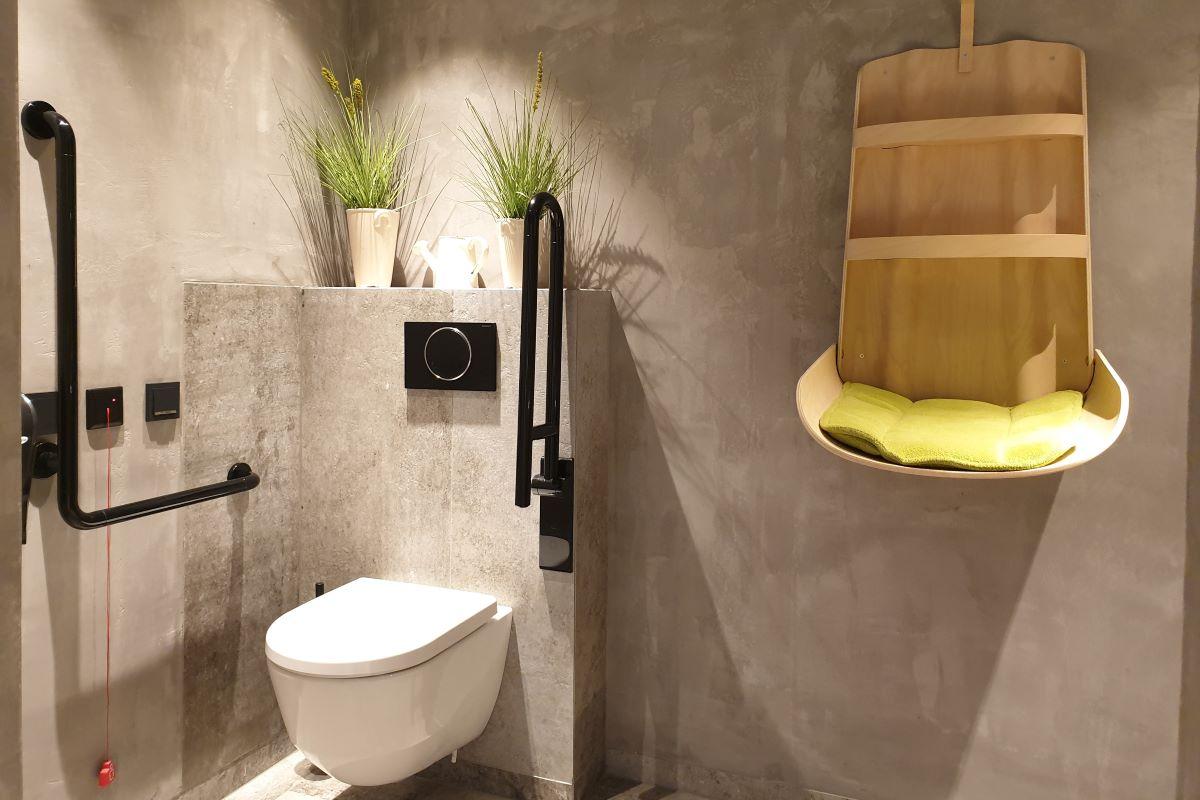 Die Toiletten im Restaurant Stegerbräu liegen im Erdgeschoss, sind barrierefrei inkl. behindertengerechtem WC und Wickeltisch