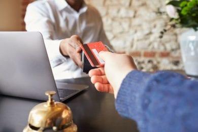 Eine kontaktlose Zahlung ist im Stegerbräu im Hotel sowie auch im Restaurant möglich