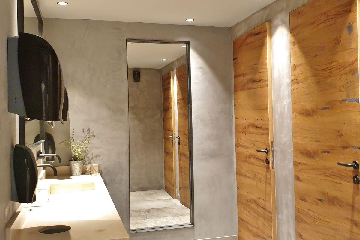 Im Stegerbräu präsentieren sich auch die Toiletten im modernen Design, direkt im Erdgeschoß vor dem Restaurant