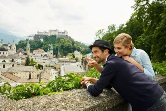Pärchen am Mönchsberg in Salzburg, ©SalzburgerLand Tourismus