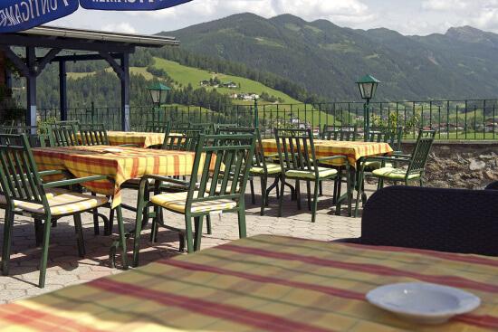 Sommerurlaub, Terrasse im 3 Sterne Hotel Stegerbräu, Radstadt