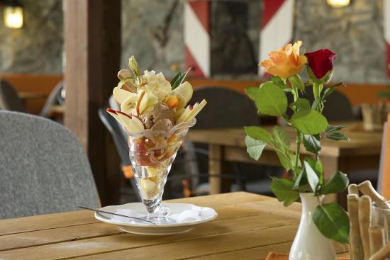 Die Eiskarte im Stegerbräu bietet Eisbecher für jeden Geschmack