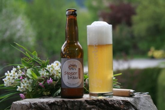 Das Stegerbräu-Bier gibt es auch in der Flasche. Ein naturtürbel Edelzwickl