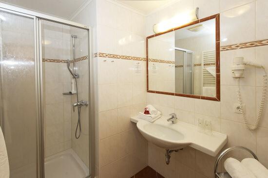 Badezimmerbeispiel für ein Zimmer Typ Bräu Komfort